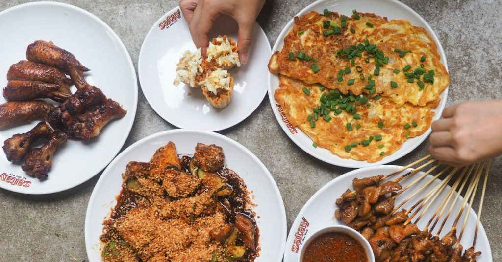 #FoodieFriday Singapore Hawker Delights At Chinatown Food Street From Just SGD1! - Klook Travel Blog