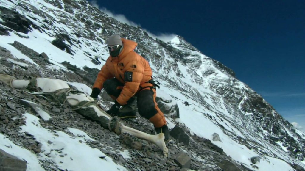 What happens when someone dies on Mount Everest? - The Great Outdoors Stack Exchange